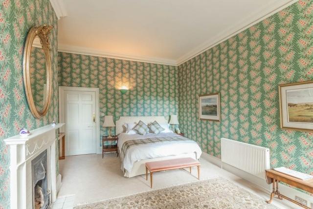 Deluxe Ensuite Bedroom