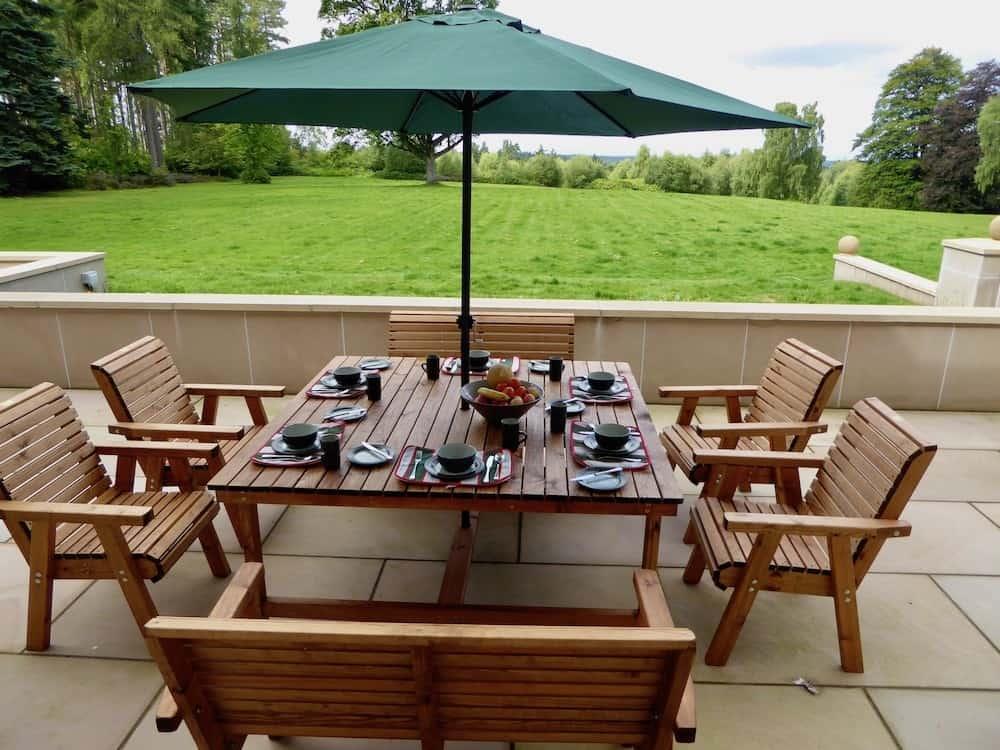 Outside dining at Blervie